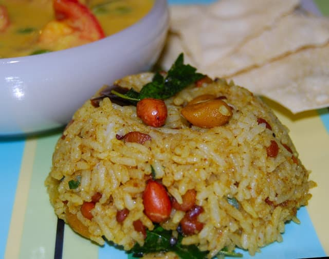 Puliyodharai, south Indian tamarind rice