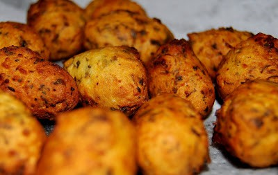 Fried chickpea fritters for oondhiyu