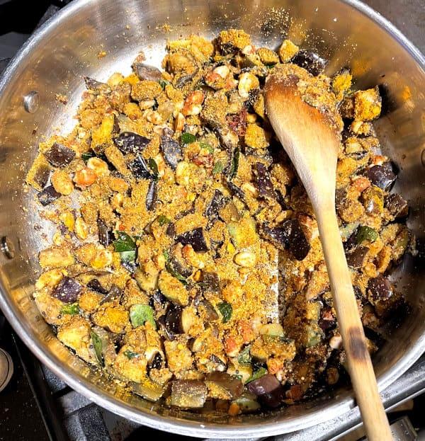 Roasted eggplants in pan for vankee bath