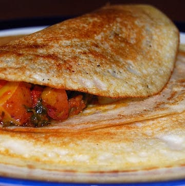 Dosa with a stuffing of vegetables