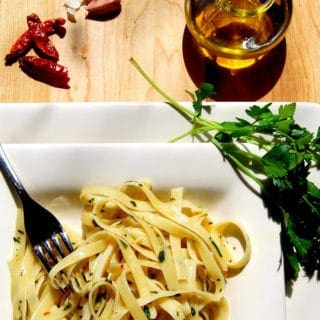 Fettuccine with olive oil and garlic