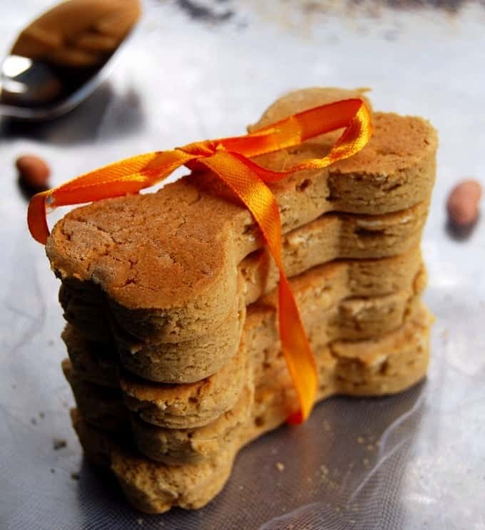peanut butter dog biscuits - holycowvegan.net