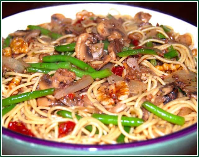 Angel-Hair Pasta with Green Beans and Mushrooms, Vegan