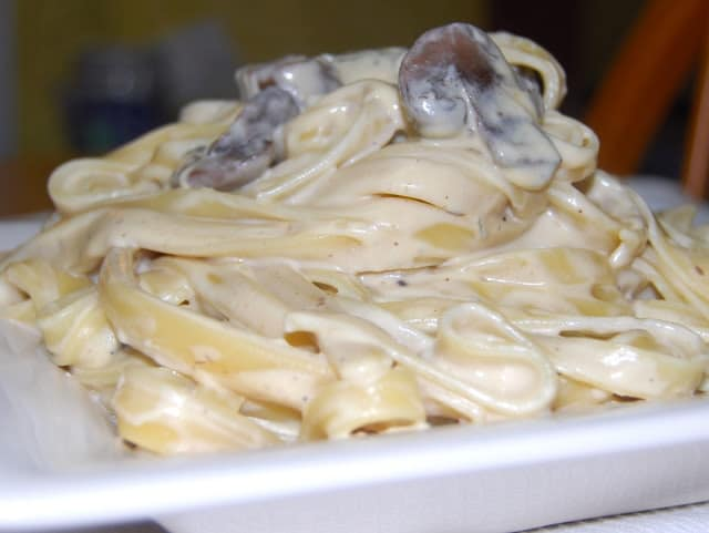 Vegan Fettuccine Alfredo with Mushrooms - HolyCowVegan.net