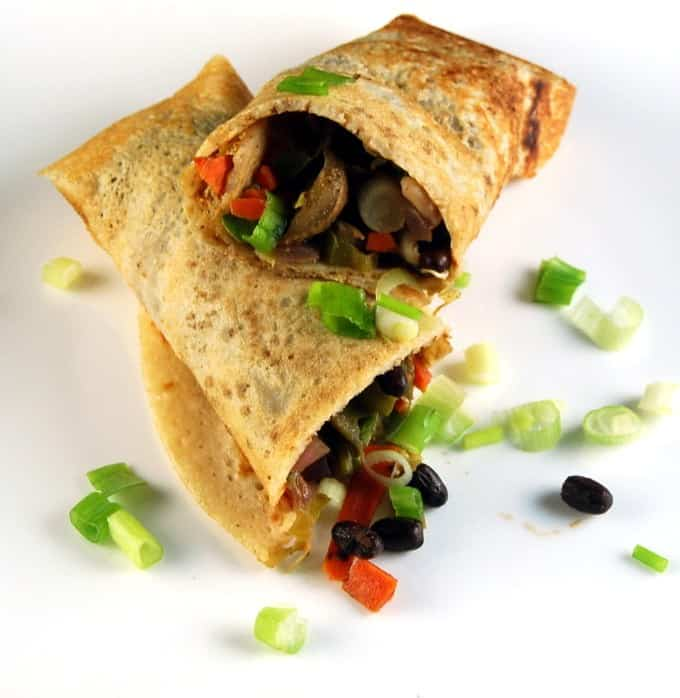 Dosa Spring Roll, a crispy dosa encasing a Chinese filling. Fusion food at its classic best. http://holycowvegan.net/2014/08/dosa-spring-roll.html