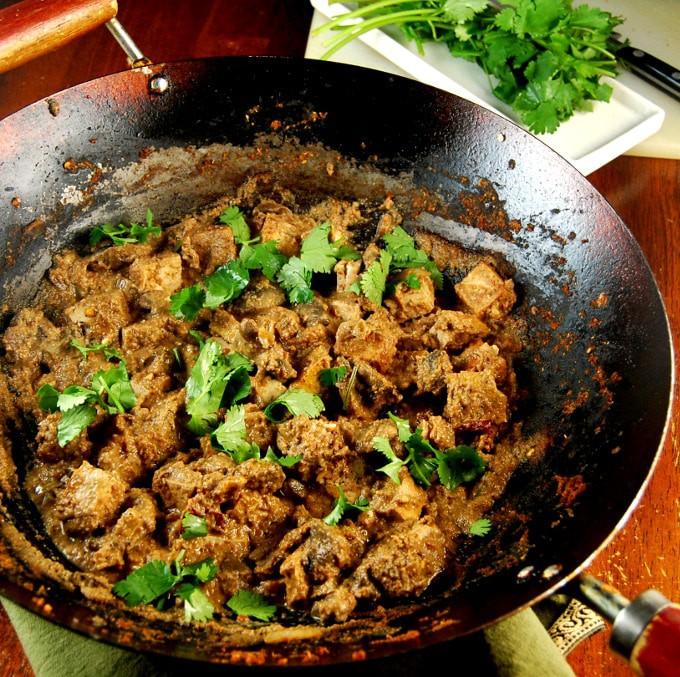 Tofu Paneer Do Pyaza in a wok.