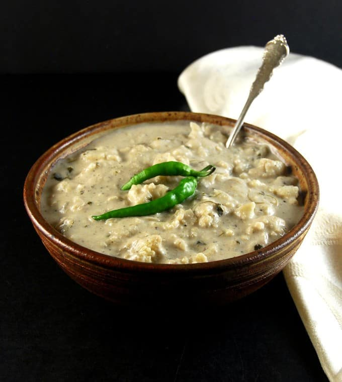Creamy Cauliflower Curry. Malai Gobi http://holycowvegan.net