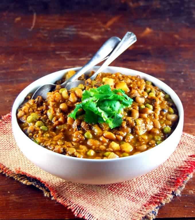 Black eyed Peas with Meatless Beef (Lobhia Keema)