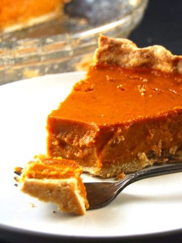 Pumpkin Pie with a Coconut Oil Crust. Vegan. Wholegrain. Soy-free.
