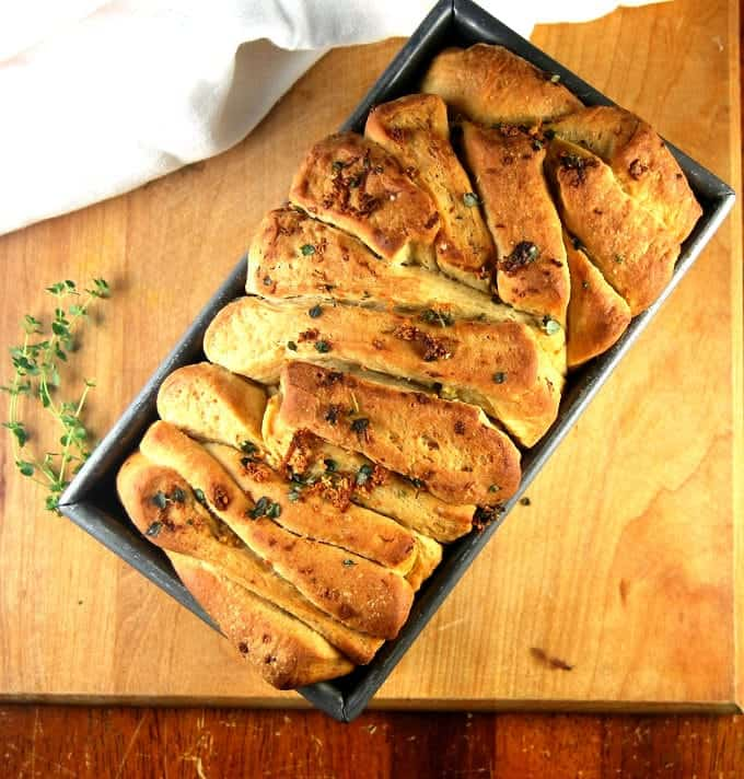 Vegan Garlic Herb Bread (Pull Apart Loaf)