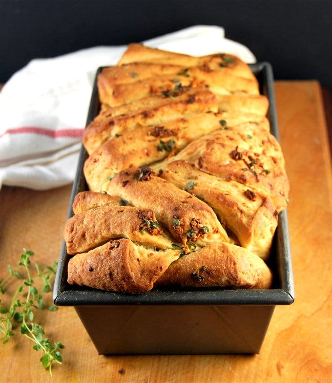 Vegan Garlic Herb Bread (Pull Apart Loaf)