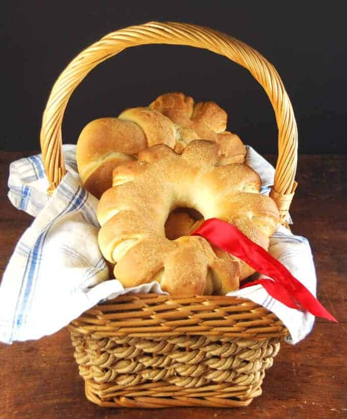 Cute little Christmas wreath rolls that will put a smile on your dinner guests' faces.