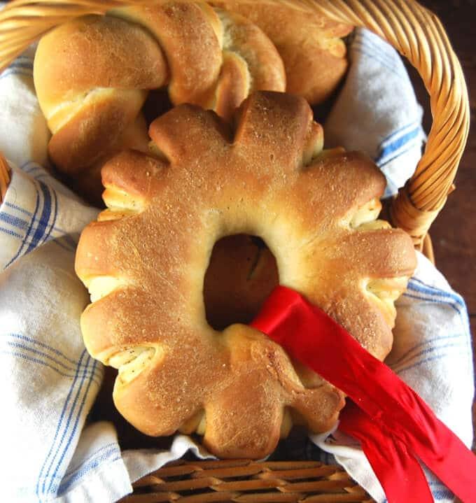Christmas Wreath Rolls - holycowvegan.net