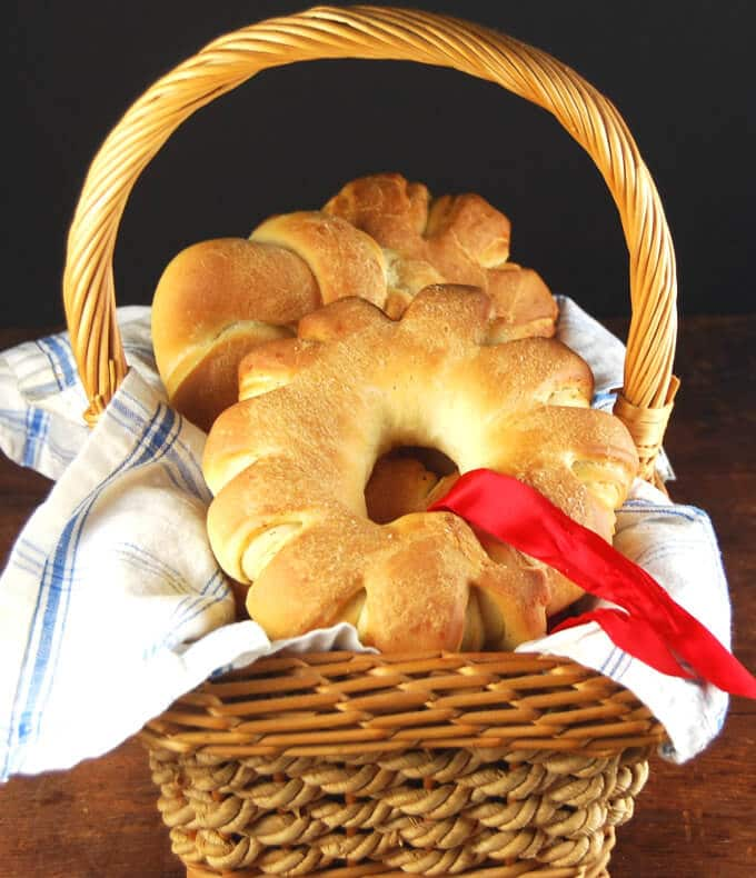 Christmas Wreath Rolls - holycowvegan.net