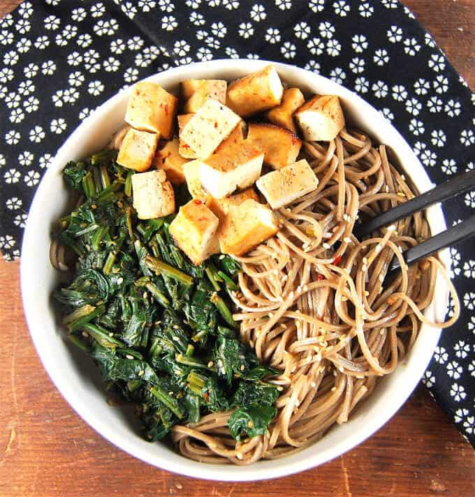Healthy Sesame Soba Noodles with Spinach and Tofu - holycowvegan.net