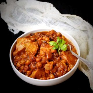 Vegan jackfruit lamb tagine with chickpeas, apricots and raisins