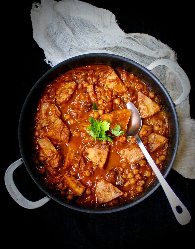 Photo of vegan tagine with jackfruit and chickpeas