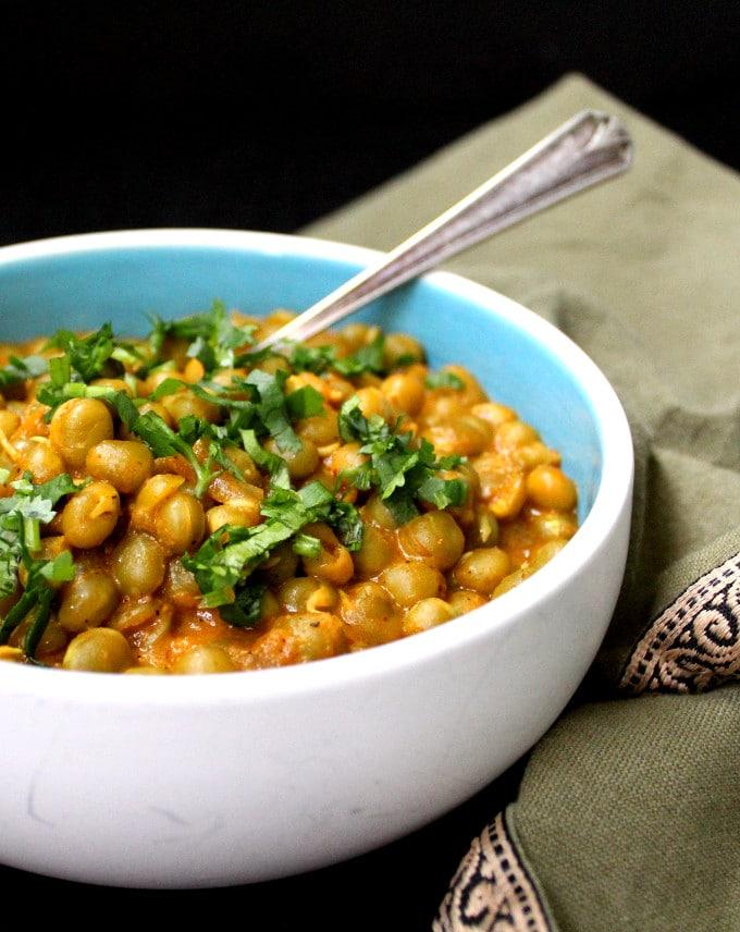 Spicy Dry Green Peas Vatana Curry - HolyCowVegan.net