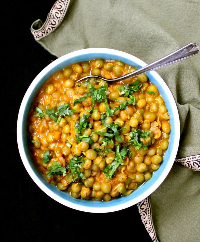 Spicy Dry Green Peas Vatana Curry - HolyCowVegan.net