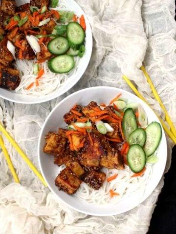 Vegan Crack Chilli Tofu Noodle Bowl - HolyCowVegan.net