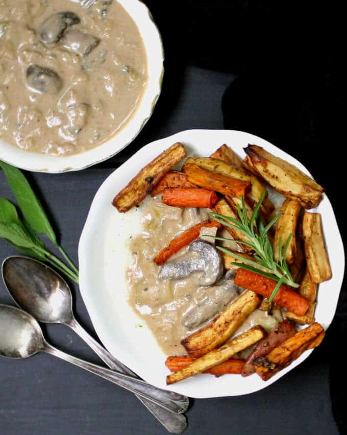 Creamy Herbed Grits with Leek Gravy and Roasted Root Veggies #vegan #glutenfree #soyfree #nutfree #grits #buddhabowl #mushrooms #leeks #rootvegetables HolyCowVegan.net