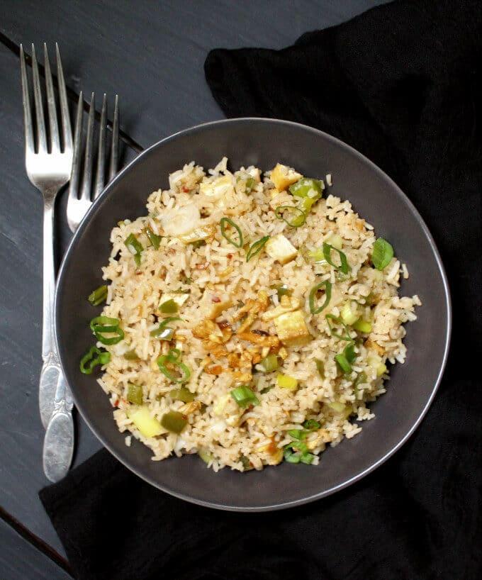 Indochinese Garlic Fried Rice #vegan #nutfree #glutenfree HolyCowVegan.net