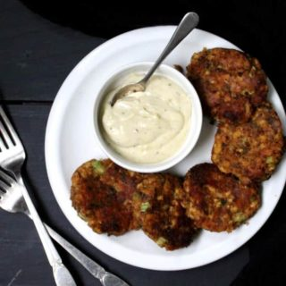 Vegan Maryland Crabcakes. A delicious, healthy treat that's crispy on the outside and tender and flaky on the inside, just as crab cakes should be, but without the crabs. #vegan #glutenfree #nutfree #crabcakes HolyCowVegan.net