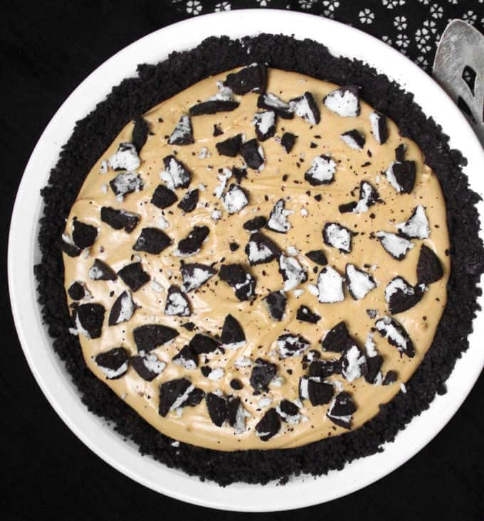 A decadent and vegan peanut butter oreo pie that needs 20 minutes hands-on time