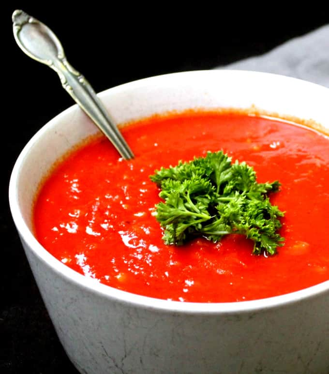 Close up shot of vegan marinara sauce