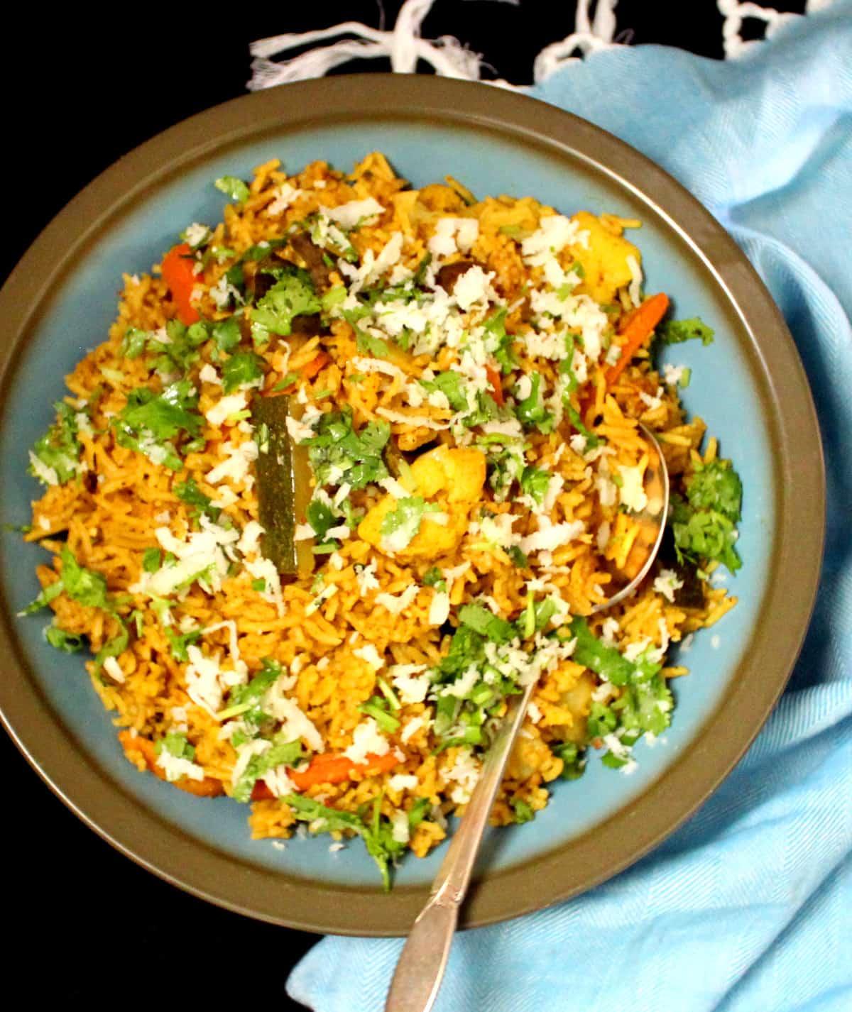 Masale Bhath, arroz veg misto do oeste da Índia