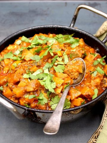 Spicy Vegan Indian Curry with Mince and Veggies