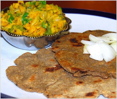 Photo of zunka, a stir-fry of vegetables with chickpea flour, and bhakar, a millet flatbread.