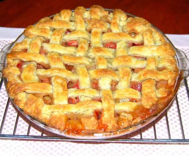 Photo of a whole vegan rhubarb pie