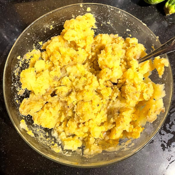 Cheesy mashed potato topping